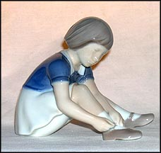 Buttoning My Shoe, Bing & Grondahl Figurine #2317