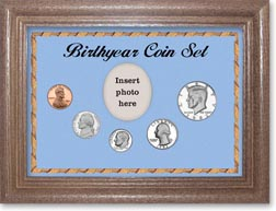 1982 Birth Year Coin Gift Set with a blue background and dark oak frame THUMBNAIL