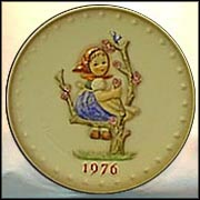 1976 Apple Tree Girl, M. I. Hummel Annual Plate
