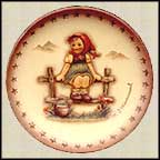 Just Resting, M. I. Hummel Mini Annual Plate