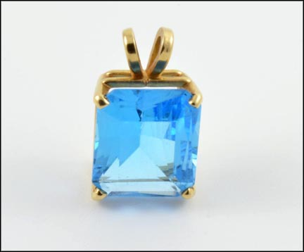Swiss Blue Topaz Pendant in Yellow Gold