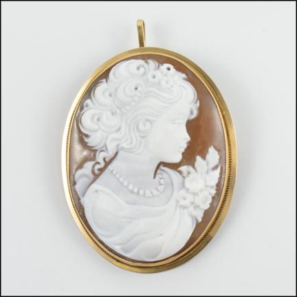 Cameo Brooch or Pendant in 18K Yellow Gold LARGE