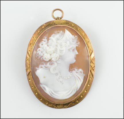 Vintage Cameo 1940's Brooch or Pendant in 10K Yellow Gold_LARGE