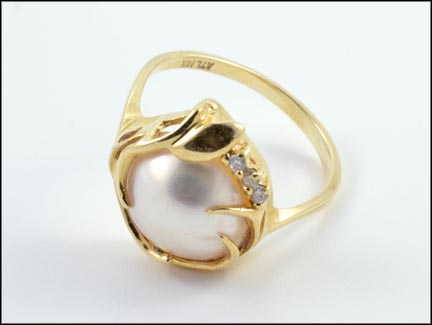 Mabe' Pearl and Diamond Ring in 14K Yellow Gold