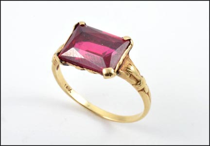 Synthetic Red Stone Ring 1940's in 14K Yellow Gold