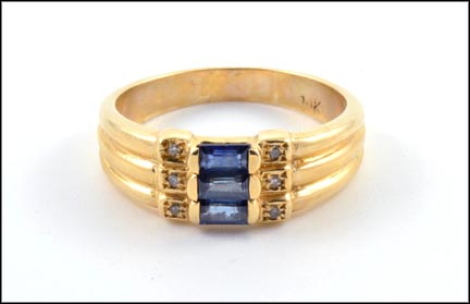 Blue Sapphire Ring in 14K Yellow Gold