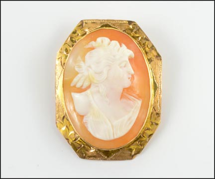 Shell Cameo Pin 1950s in 10K Yellow Gold LARGE