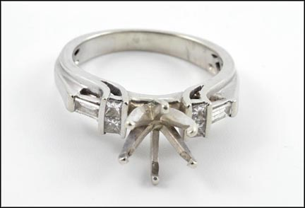 Diamond Loose Setting Ring in White Gold