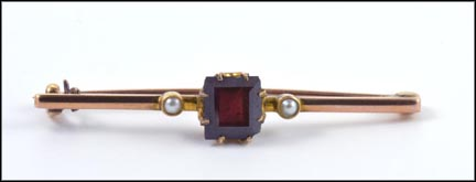 Square Cut Garnet and Pearls 1900-10s Pin in Yellow Gold_LARGE
