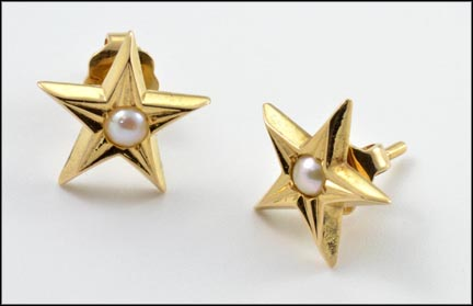 Pearl In Star Post Earrings in Yellow Gold