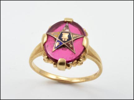 Vintage Synthetic Red Eastern Star Ring in 14K Yellow Gold