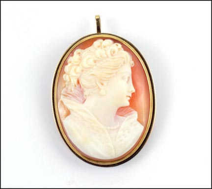 Shell Cameo Lady with High Collar in 14K Yellow Gold_LARGE