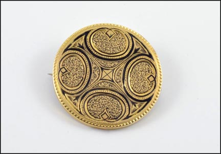 1875-85 Round Brooch or Pendant Enamel Engraved in Yellow Gold