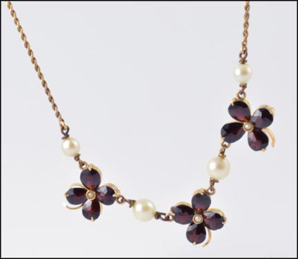 Garnet Four Leaf Clover with Pearls Necklace, 1950s in Yellow Gold