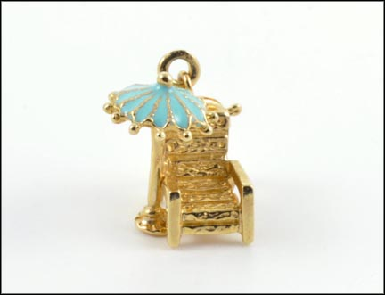 Chair and Beach Umbrella Charm in 14K Yellow Gold_LARGE