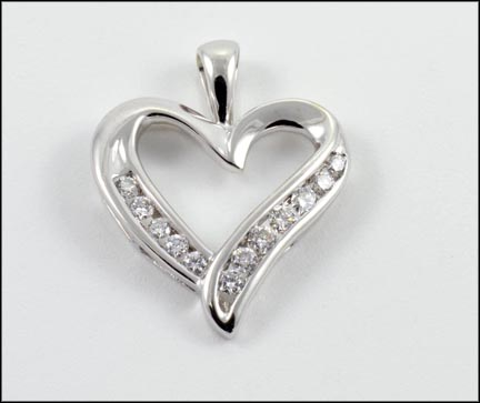 Round Brilliant Cut Heart Pendant in 14K White Gold