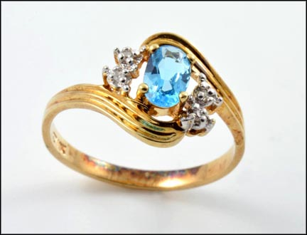 Oval Blue Topaz Ring in 14K Yellow Gold