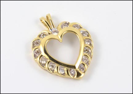 Round Brilliant Cut Heart Pendant in 14K Yellow Gold