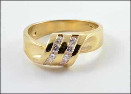 Round Brilliant Cut Channel Ring in 14K Yellow Gold