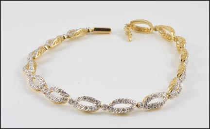 Oval Link Pave' Bracelet in 14K Yellow Gold