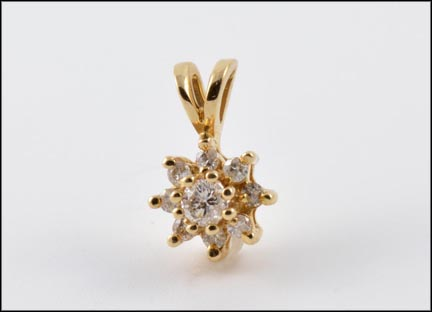 Round Brilliant Cut Star Pendant in Yellow Gold