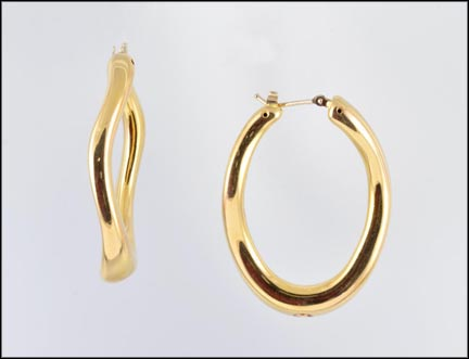 Large Oval Hoop Earrings in 14K Yellow Gold_LARGE