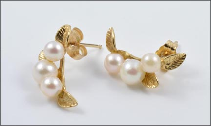 Pearl with Leaves Earrings in 14K Yellow Gold