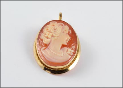 Oval Cameo Brooch or Pendant in 14K Yellow Gold
