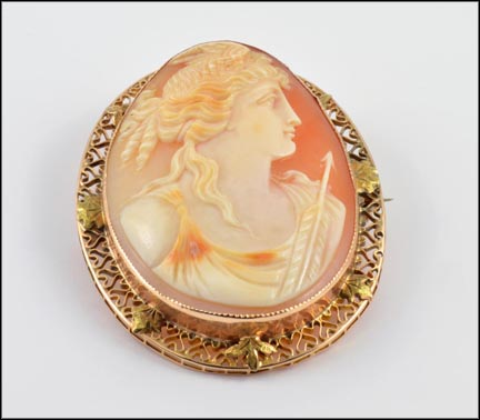Cameo Brooch Pendant in Yellow Gold