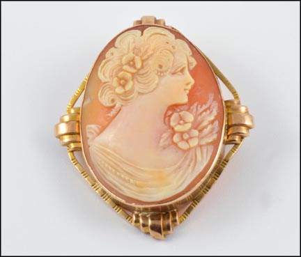 Cameo Brooch in Yellow Gold