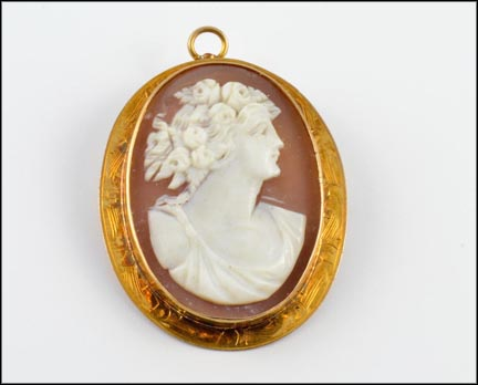 Cameo Pendant in 10K Yellow Gold