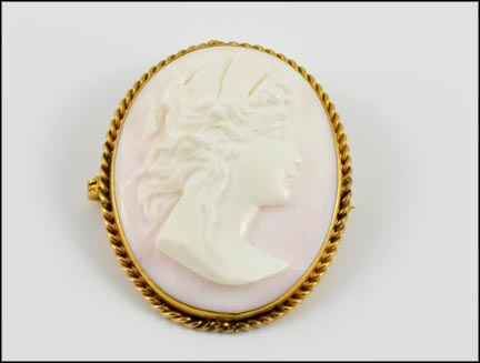 1930's Light Pink Cameo Brooch in 14K Yellow Gold