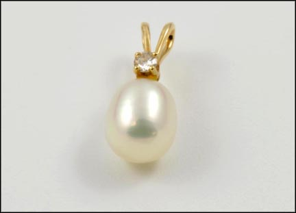 Pearl Pendant in 14K Yellow Gold