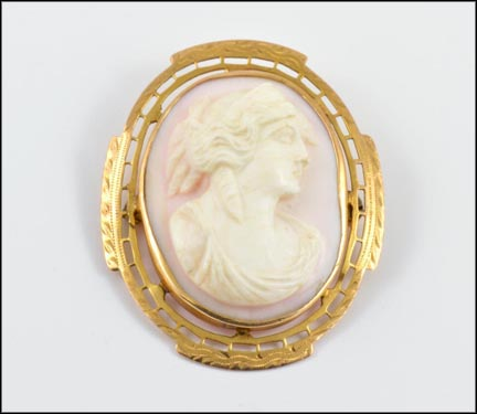Cameo Brooch in 10K Yellow Gold