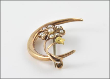 Seed Pearl Victorian Brooch in Yellow Gold