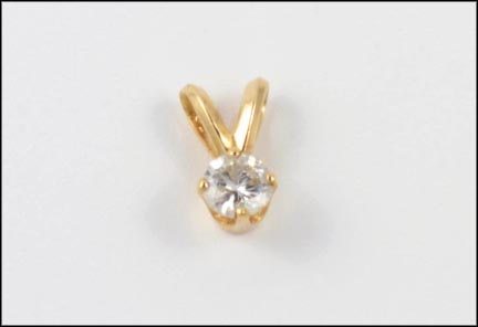 Round Brilliant Cut Solitaire Pendant in 14K Yellow Gold