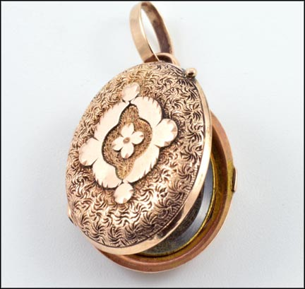 Victorian Oval Locket in Rose Gold