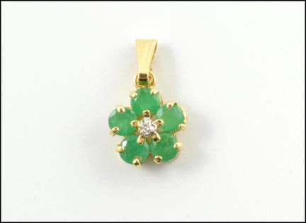 Emerald Flower Pendant in 14K Yellow Gold_LARGE
