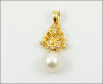 Pearl and Diamond Pendant in 14K Yellow Gold LARGE
