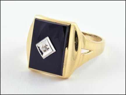 Black Onyx Men's Ring in 10K Yellow Gold_LARGE