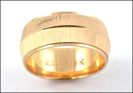 Knife Edge Wedding Band in 14K Yellow Gold LARGE