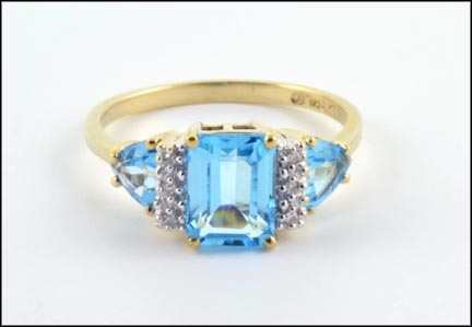 Blue Topaz Ring in 10K Yellow Gold_LARGE