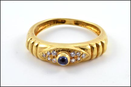 Cabochon Sapphire and Diamond Ring in 18K Yellow Gold