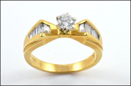 Diamond Engagement Ring in 18K Yellow Gold