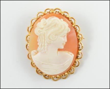 Cameo Brooch or Pendant in Yellow Gold LARGE