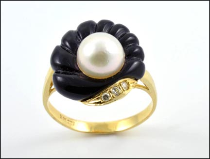 Black Onyx and Pearl Ring in 14K Yellow Gold