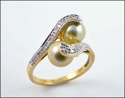 Pistachio Pearl Ring in 10K Yellow Gold