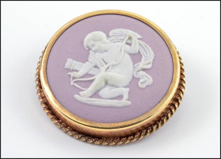 Wedgwood Cameo Brooch in Yellow Gold