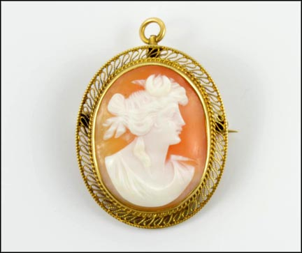 Vintage Cameo Brooch or Pendant 1940s in 14K Yellow Gold_LARGE