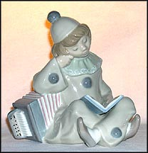 Girl With Accordian, Lladro Figurine  #1178